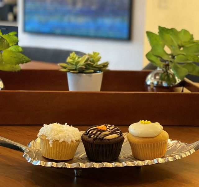 We found the perfect place to satisfy your sweet tooth @thesweetlobby #cupcakes #thesweetlobby #sweettooth #DCfinds #neighborhood #afternoontreat